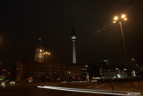 La «mairie rouge» la nuit ...